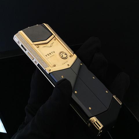 Vertu vỡ nợ, điện thoại siêu sang thanh lý giá bằng 1/10